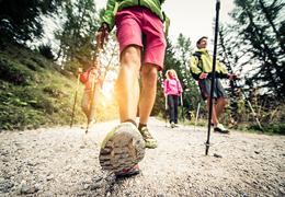 La marche nordique, un sport dédié aux seniors ?