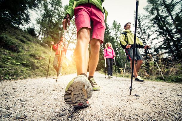 La marche nordique un sport adapté à tous les âges